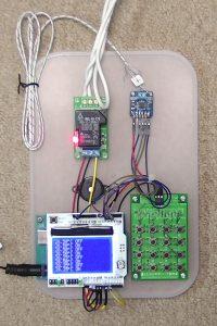 配線の終わった温度制御装置