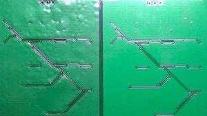 ミーズリングを起こした基板(左)と正常にリフローできた基板(右)