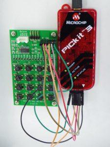 ジャンパ線でキーパッド基板と接続したPickit3
