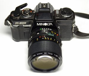 MD ZOOM 35-70mm 1:3.5をX-500に取り付けた様子