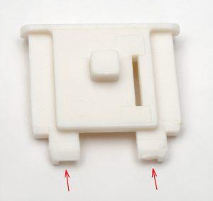 EOS Kiss Mの模型をホットシューに取り付けるアダプタ(表)